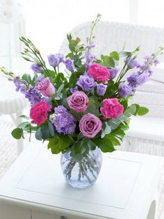 Arrangements Ikebana, Floral Arrangements, Pretty Flowers, Silk Flowers, Church Flowers, Beautiful Flower Arrangements, Deco Floral, Beautiful Roses, Flower Decorations