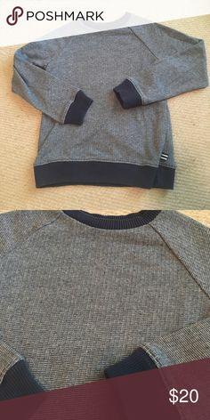 Splendid boys lightweight sweatshirt/sweater Splendid boys lightweight sweatshirt/sweater. Looks like a sweater feels like a sweatshirt. Lightweight woven fabric. Size 5/6 Splendid Shirts & Tops Sweatshirts & Hoodies