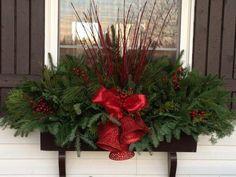 12 propozycji na zimowe ozdoby na okna i parapety. Galeria inspiracji