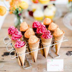 #mundushannover #handmade #fineartbakery #corncakes #cupcakes #summer #candybar #dessert #delicious #sweets #instabakery #hanover #hannover #weddinginspiration  Photo: @anja_schneemann_photography  Wedding Blog: @friedatheres  Flowers: @milles_fleurs_  Decoration: @pompomyourlife  Sweets: @mundus_hannover