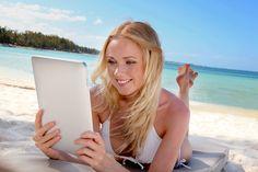Disfruta de una buena lectura en la playa