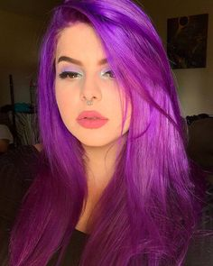 Bright Purple Hair, Girl With Purple Hair, Bold Hair Color, Hot Pink Hair, Dyed Hair Purple, Hair Color Streaks, Bright Hair Colors, Beautiful Hair Color, Hair Color And Cut