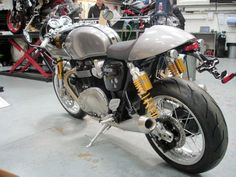 Triumph Thruxton R fitted with a Track Racer Inspiration Kit Vintage Bikes, Vintage Motorcycles, Custom Motorcycles, Custom Bikes, Triumph Cafe Racer, Cafe Racer Bikes, Triumph Motorcycles, Cafe Racers, Retro Motorcycle