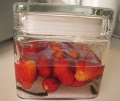 > Strawberry Liqueur Making at Home - About Life Raspberry, Appetizer Recipes, Dessert Recipes, Crock Pot Food, Drink Specials, Freezer Meals, Healthy Drinks, Casserole Recipes, Drink