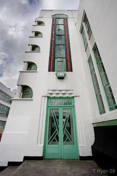 Architecture industrielle Art Déco, The Hoover Building à Londres.