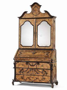 Trumeau-cassettone con ribalta lastronato in legno di radica e cornici ebanizzate - cm. 249x127x54,5 (chiuso), cm. 249x127x82 (aperto)  Lombardia, XVIII secolo.