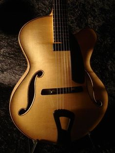 #Guitar #archtop Tom Bills French Polished Natura Deluxe 16″ Archtop Guitar.