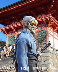Gambar mungkin berisi: satu orang atau lebih, orang berdiri dan luar ruangan Urban Samurai, Power Rangers, Cyberpunk, Backpacks, Bags, Fashion, Handbags, Moda, Fashion Styles