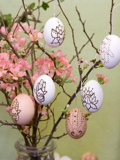 hanging Easter egg, Easter egg tree, Easter home decorations #Easter #Day #table #decor #craft #ideas www.loveitsomuch.com