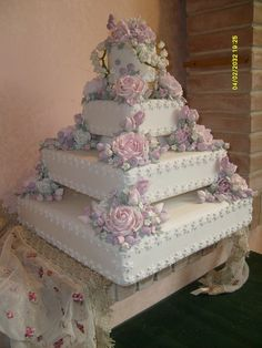 70 Ideas wedding cakes vintage square beautiful for 2020 Extravagant Wedding Cakes, Fancy Wedding Cakes, Square Wedding Cakes, Luxury Wedding Cake, Amazing Wedding Cakes, Wedding Cake Designs, Wedding Cake Toppers, Purple Wedding, Gold Wedding