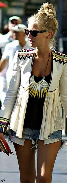 Chaqueta con combinacion de tejidos en estilo bohochic. Www.boutiquecglam.com