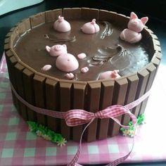 Cutest cake idea !! And kitkat border genius!!