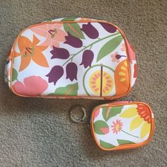 Clinique Makeup Bag Set 1 big bag & 1 little bag by Clinique. Smaller one has keychain so you can attatch to your purse, backpack, travel bag, etc.  Stands on own. Both zippers in working condition. Both have never been used. Perfect condition. Like brand new. Zero imperfections.                                                     🚫 NO TRADES🚫                                               🚫NO LOW BALLING🚫                                       🚫NO PAYPAL🚫 Clinique Bags Cosmetic Bags…