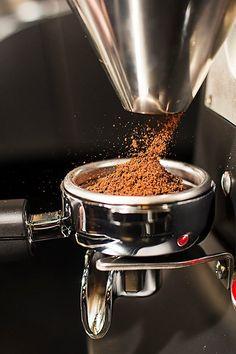 Ground Breaking Coffee Barista, Coffee Cafe, Coffee Drinks, Coffee Shot, Coffee Break, Coffee Shop Photography, Coffee Shop Aesthetic, Coffee World, Coffee Corner