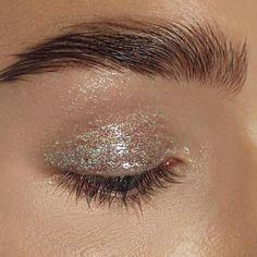 New Ideas For Makeup Glitter Natural Brows Makeup Inspo, Makeup Art, Makeup Inspiration, Hair Makeup, Eyeliner Makeup, Makeup Ideas, All Things Beauty, Beauty Make Up, Hair Beauty