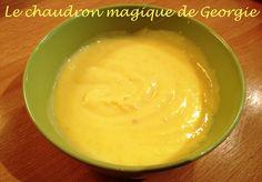 Originaire de Grande-Bretagne, le lemon curd est une crème au citron, onctueuse et fondante. Il s'utilise en pâtisserie pour les gâteaux, cakes, quatre-quarts, muffins, crêpes, pour garnir la pâte à choux, les tartes/tartelettes, macarons (recette ici),...
