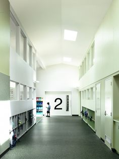 Birralee Primary School / Kerstin Thompson Architects, hallway, cubbies, skylights, relites