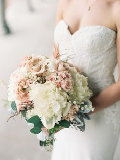 Blush and Ivory Bouquet | photography by http://www.carrettophoto.com/