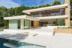 Do you breathe minimalistic architecture with clean lines? JUMA architects can certainly advise you on this kind of architecture. View our realisations on our project overview. Modern Villa Design, Contemporary Interior Design, Contemporary Architecture, Residential Architecture, Interior Architecture, Pool Houses, Exterior Design, Future House, Luxury Homes