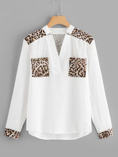 Shop Leopard Panel V Neck Blouse online. SHEIN offers Leopard Panel V Neck Blouse & more to fit your fashionable needs. Bluse Outfit, Leopard Blouse, Looks Chic, Fall Shirts, Asymmetrical Tops, V Neck Blouse, Blouse Online, Blouse Designs, Shirt Blouses