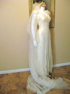 Vintage 1920s Wedding Dress. Ivory by Moxie2RunwayVintage on Etsy