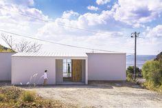 okuwada architects office aligns hillside house with japanese coast - designboom | architecture