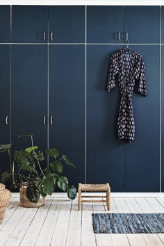 This closet is an IKEA hack. They are covered with blue lino. - Ikea DIY - The best IKEA hacks all in one place Ikea Bedroom, Bedroom Wardrobe, Blue Bedroom, Small Room Bedroom, Trendy Bedroom, Bedroom Storage, Home Decor Bedroom, Pax Wardrobe, Boys Bedroom Themes