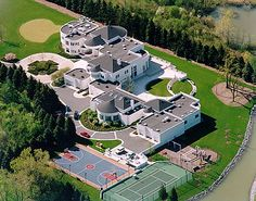 I like Michael Jordan house because he has a basketball court and tennis court. Also, I like how his house is all different shapes. Big Mansions, Mansions Homes, Celebrity Mansions, Celebrity Houses, Michael Jordan, Jordan 4, Michael Jackson, Dream Mansion, Rich Home