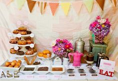 12 Surprising Food Bars You've Never Seen Before! | Photo by: Photo:  TinyWaterBlog.com | TheKnot.com