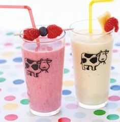 Bilde av Rød smoothie. Pint Glass, Glass Of Milk, Smoothies, Beer, Drinks, Tableware, Desserts, Alternative, Pints