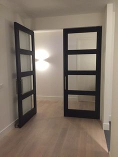 Frank van den Boomen Deur. 4-vaks deur zonder verbindingsnaad, antraciet…