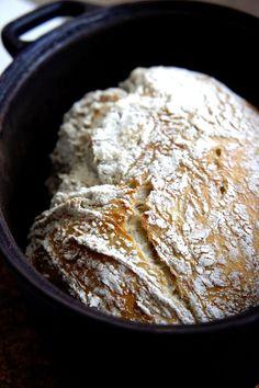 En doft av Nybakt: Kalljäst bröd i gjutjärnsgryta Bread Recipes, Baking Recipes, No Bake Desserts, Dessert Recipes, Bread Bun, Yeast Bread, Swedish Recipes, Artisan Bread, Bread Baking