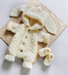 Teddy Bear Clothes, Knitted Baby Clothes, Cute Baby Clothes, Knitted Baby Outfits, Baby Knits, Baby Clothes Patterns, Baby Patterns, Clothing Patterns, Knitted Booties