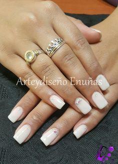 #nailsgel #nails #nailart #design #arte #diseño #modafeminina #modafashion #fashionista #style #art #artist #lovenails #design #uñasesculpidas #uñasdecoradas #colores #gelpolish #beautiful #cristales #swarovski #buenosaires #argentina