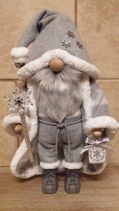 Easy Christmas Decorations, Holiday Crafts, Christmas Knomes, Gnome 4, Wood Handrail, Scandinavian Gnomes, Shabby Chic Christmas, Theme Noel, Noel Christmas