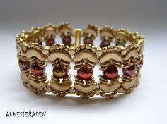 English pattern for the Crown bracelet by Akkesieraden on Etsy