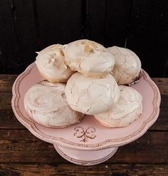 Meringue Pavlova, European Cuisine, Italian Desserts, Biscotti, Deserts, Food And Drink, Ice Cream, Sweets, Cookies