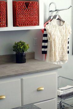 DIY countertops. este gancho para colgar la ropa, debería estar al lado de la lavadora y de la secadora.