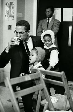 Malcolm X with his wife, Betty Shabazz, and their children during a meeting at the headquarters of his Organization of Afro-American Unity at Hotel Theresa in Harlem on February Malcolm is. Malcolm X, Betty Shabazz, Frank Stella, Annie Leibovitz, Black History Facts, Black History Month, Strange History, Asian History, African American History