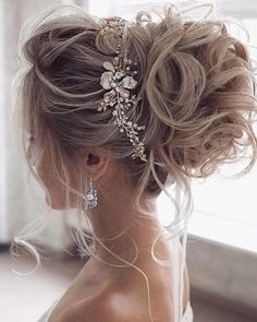 Many people think that bun styles are only for older women who no longer care much for their appearance. They want hairdos which are easy to do and the most The post Most Beautiful Bun Hairstyles for Graceful Looks appeared first on BEEQUEEN HAIR.
