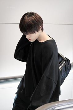 Yuta in all black y e s Nct Yuta, Winwin, Taeyong, Jaehyun, Osaka, Nct 127, My Prince, Asian Boys, Belle Photo