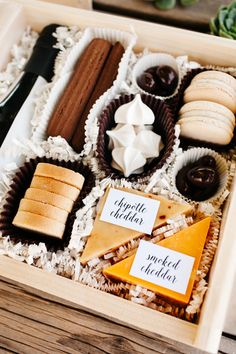 The TomKat Studio: Midnight Snack Box… Midnight Snacks, Late Night Snacks, Picnic Box, Wedding Snacks, Wedding Welcome Gifts, Charcuterie Recipes, Snack Box, Edible Gifts, Food Gifts