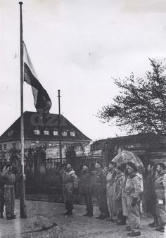 The Polish flag is being raised in Wilhelmshaven, on May 5, 1945. Phot in the collection of the Museum of the Polish Army