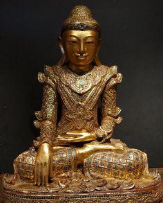 Burmese Shan royal King Buddha Statue in teak wood. 19th Century.