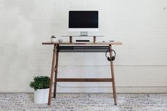 Standing desks can transform your home office and fix your back in the process. For office workers doing the typical 9 to 5, sitting at a desk all day tends to be par for the course. While this daily work habit may seem routine, your […]Visit Man of Many for the full post. Minimalist Desk, Minimalist Furniture, Home Desk, Home Office, Interior Office, Best Standing Desk, Standing Desks, Dream Desk, Ikea Design