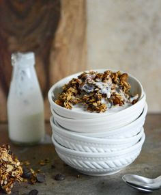Crunchy Quinoa, Toasted Almond and Dark Chocolate Brown Butter Granola I howsweeteats.com