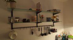 Inrichting van keukens van appartementencomplex met Sovella fipro wandrails in de kleur zwart. Klassiek en toch modern.