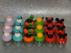 LEMBRANÇAS TURMA MICKEY Circo Do Mickey, Girl Birthday, Happy Birthday, Mickey Mouse Clubhouse Birthday Party, Disney Kitchen, Disney Princess Dresses, Pasta Flexible, Party Themes, Biscuits
