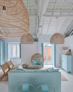 Country blue, A holiday home in Portugal by interior designer Ligia Casanova Greek Decor, Deco Studio, Beach House Kitchens, Dream Beach Houses, Country Blue, Interior Decorating, Interior Design, Beach House Decor, Cozy House