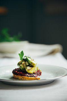 avocado tartare with roasted beets, basil + dukkah